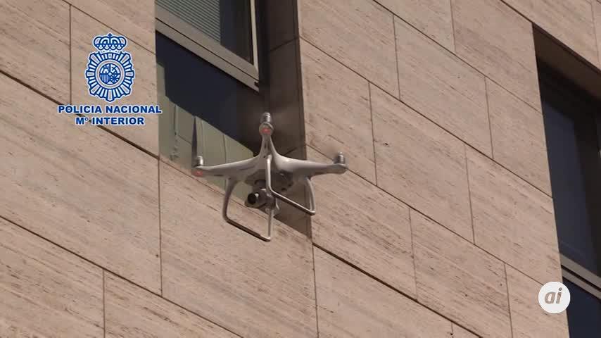 La Policía Nacional vigila a los drones que surcan el cielo de Madrid