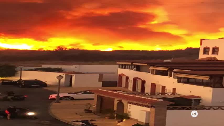 El incendio de Marbella obliga a desalojar unas 40 viviendas