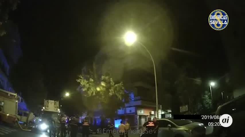 Mueren dos personas en un incendio en su vivienda en Sevilla