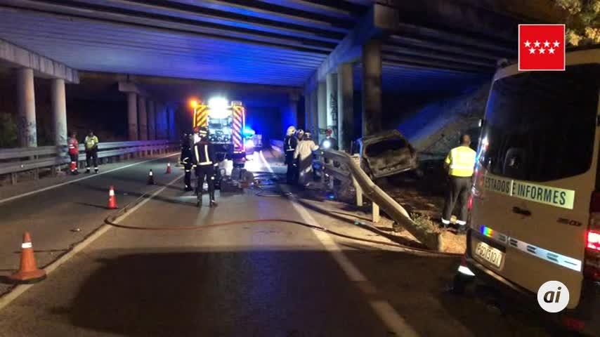 Muere carbonizado tras colisionar su vehículo con un pilar en Madrid