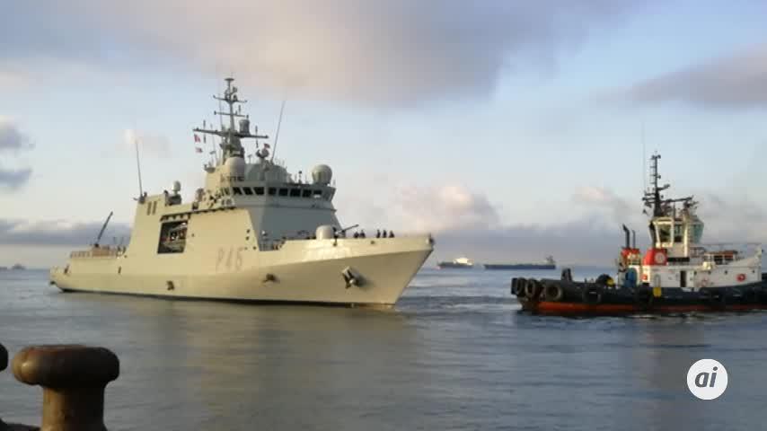 El buque 'Audaz' llega a San Roque con los 15 migrantes del Open Arms