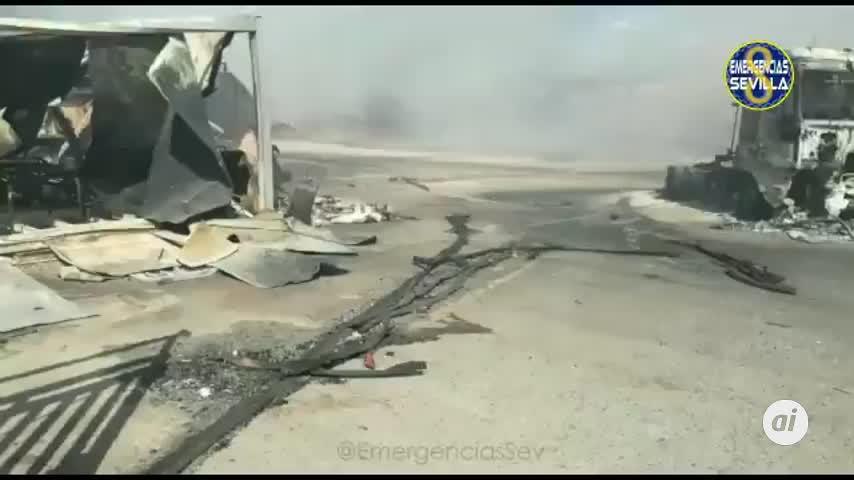 Incendio de palés en el patio de una nave industrial de Dos Hermanas