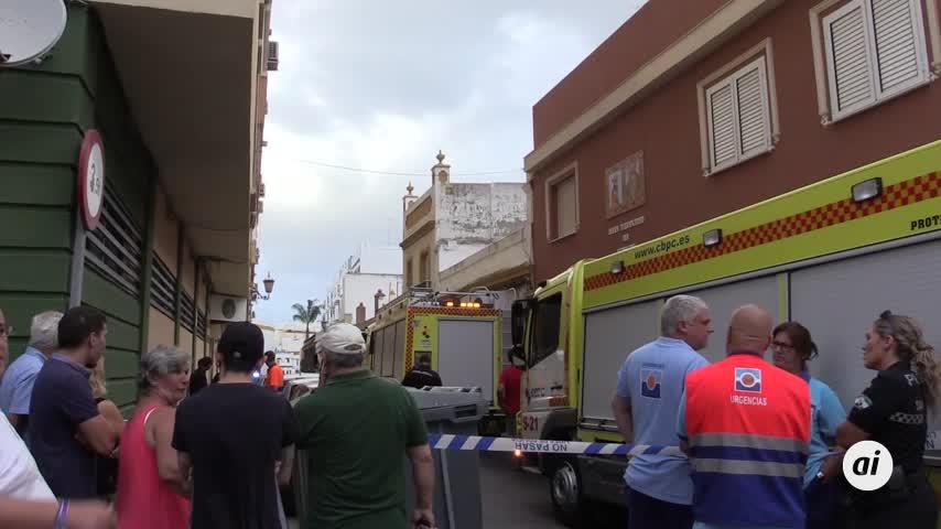 Bomberos sofocan un incendio en una vivienda de la calle San Marcos