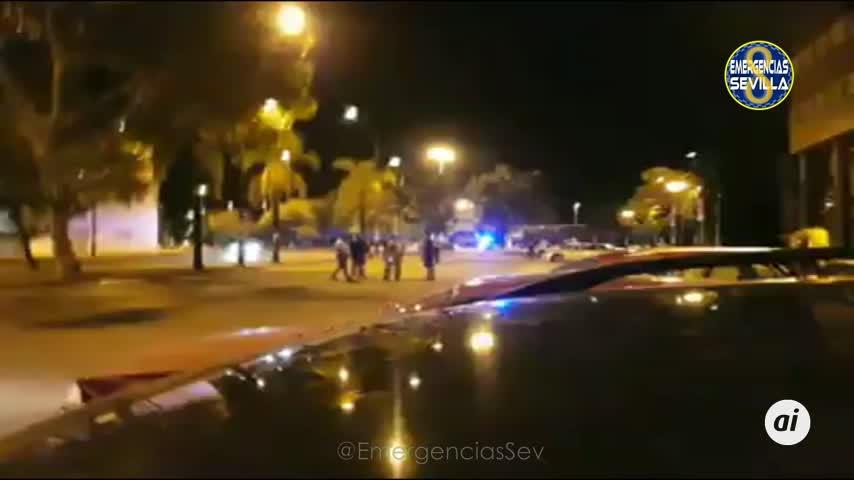 Un motorista atropella a dos agentes tras correr en una carrera ilegal