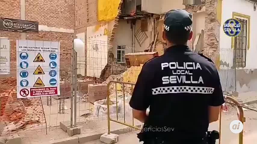 Cinco desalojados por un derrumbe en la calle Jabugo