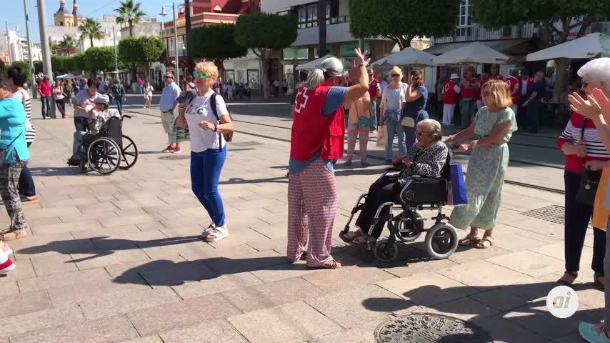 El Día de la Banderita se celebra con música en la plaza del Rey