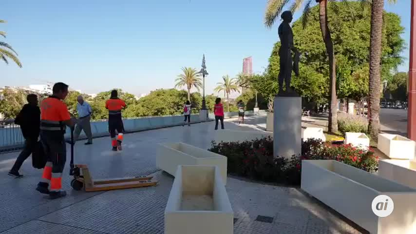 Urbanismo instala ya 60 jardineras en el Paseo Marqués de Contadero