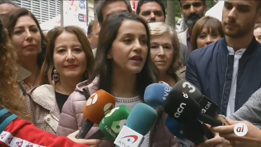 Arrimadas pide a los socialistas que no le salven la papeleta a Torra