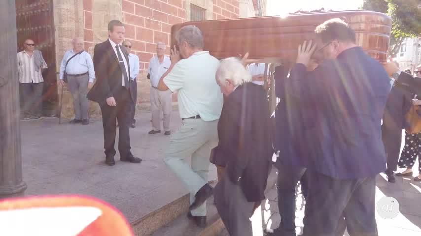 Familiares, amigos y el mundo del periodismo despiden a Pepe Oneto