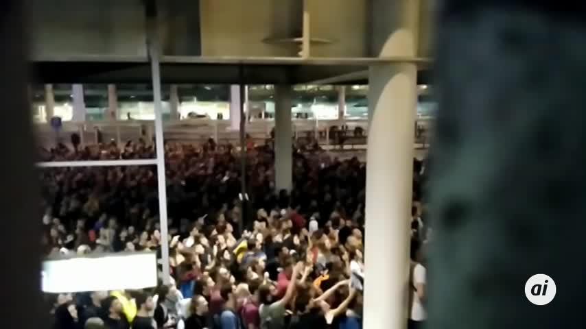 Desalojan a la mayoría de concentrados del aeropuerto tras disturbios