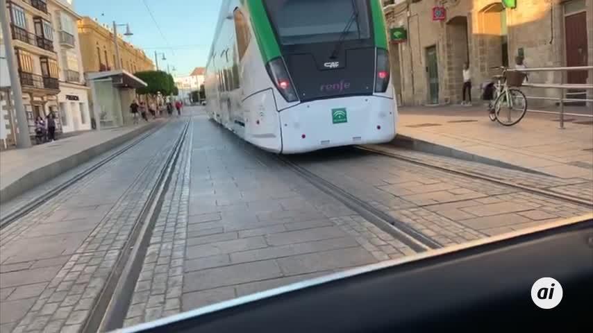 El tranvía ya deja ver cómo será la calle Real cuando esté funcionando