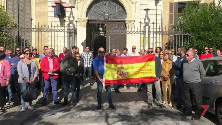 Concentración de apoyo a los policías destinados en Barcelona