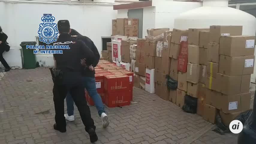 Policía cierra cuatro guarderías de tabaco de contrabando en La Línea