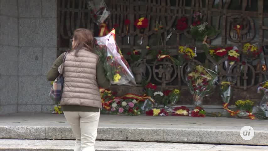Franquistas visitan la tumba del dictador por Todos los Santos