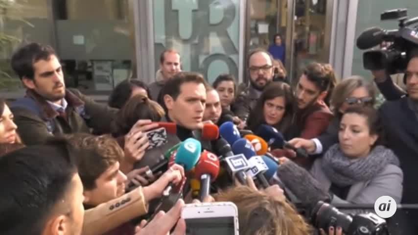 Rivera pide a indecisos moderados que voten para tener la llave