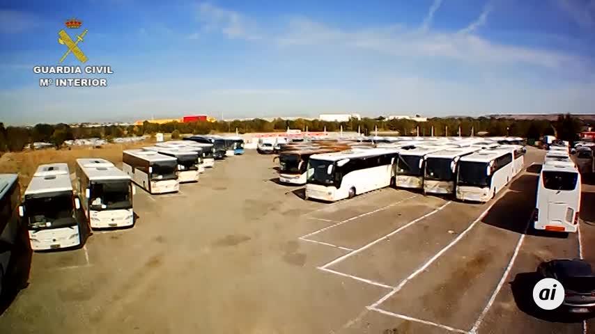 Detenido un empresario por usar autobuses ilegales para transportar