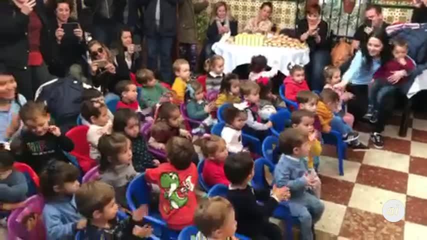 Los más pequeños sienten el flamenco en vivo en la Venta de Vargas