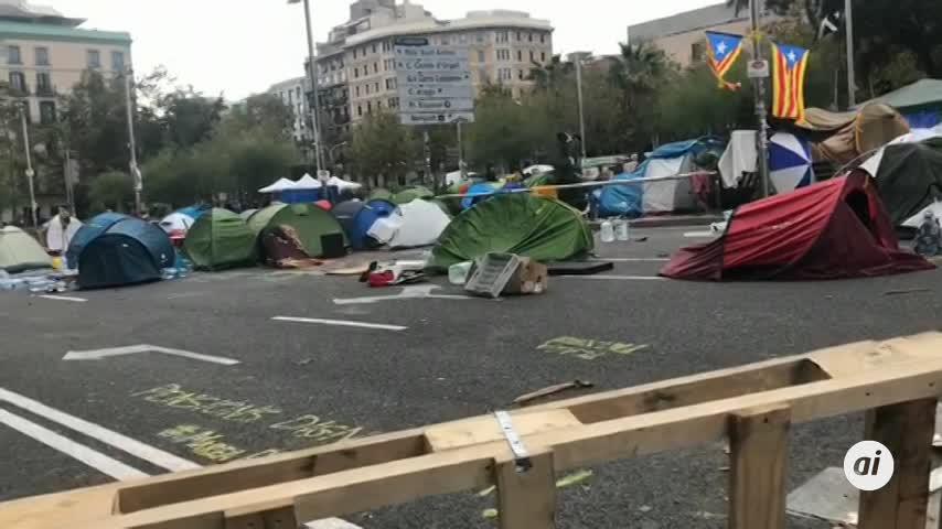 """Los acampados en Barcelona siguen """"firmes y con ilusión"""""""