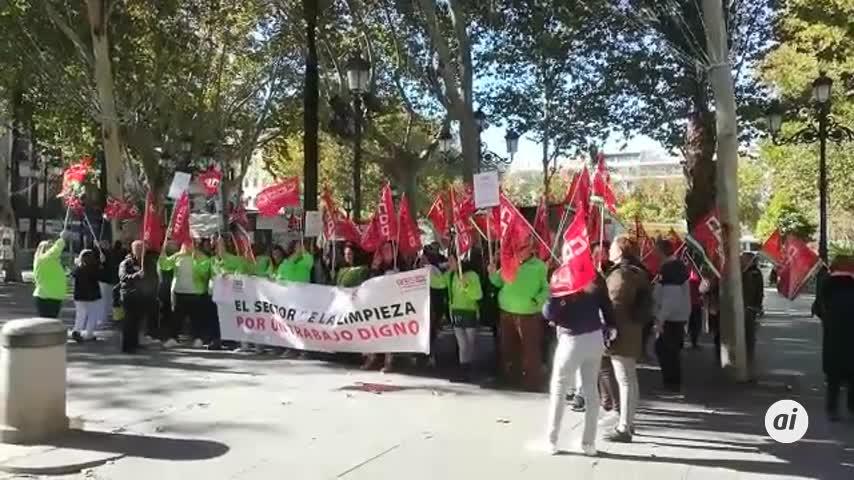 Protesta ante Plaza Nueva de Expertus en su primer día de huelga