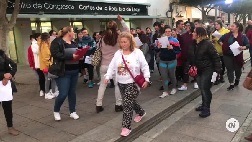 Protestas contra el desahucio de una joven separada y con tres hijos