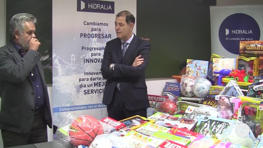 Hidralia dona más de un centenar de juguetes a Asociación Reyes Magos