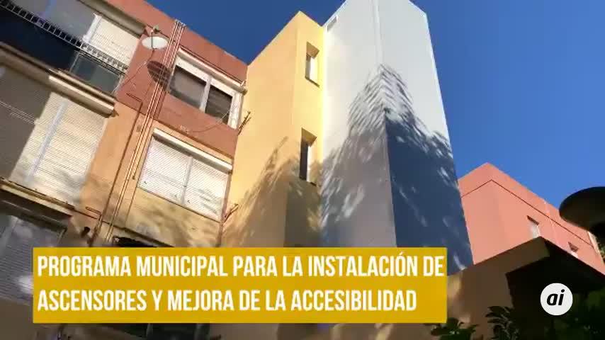 El Ayuntamiento instala en Pino Montano el tercer ascensor en pisos