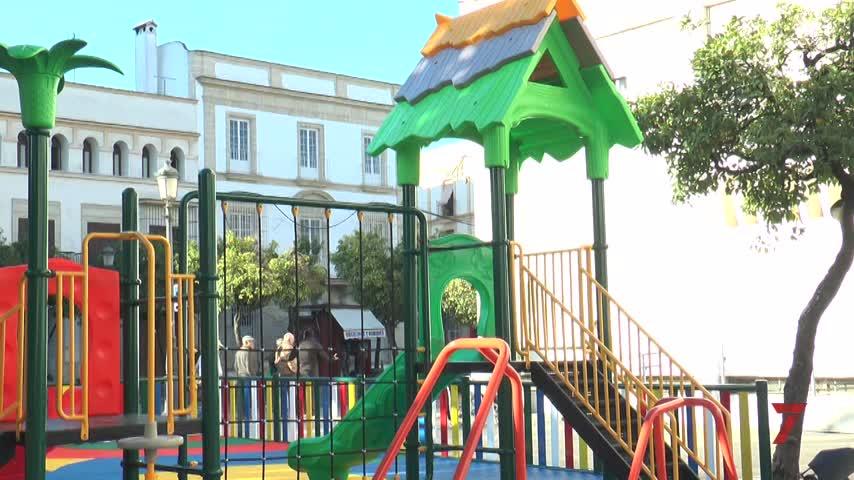 La plaza de Las Angustias inaugura, por fin, su parque infantil