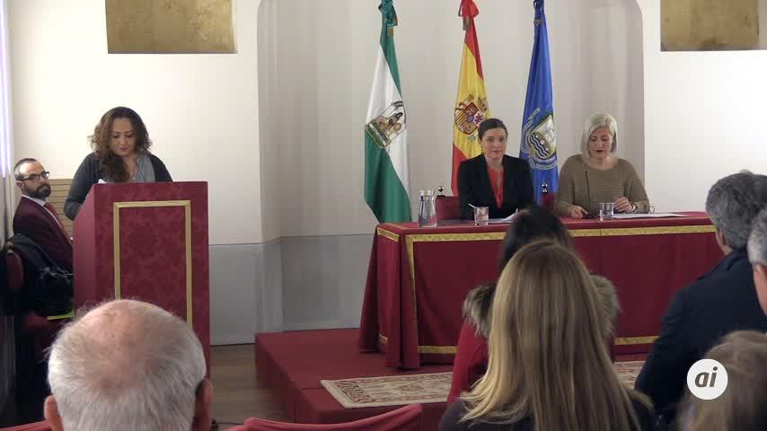 Veinte docentes reciben el reconocimiento del Ayuntamiento a su labor