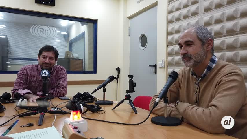 El director del Conservatorio 'Manuel de Falla'  visita Radio La Isla