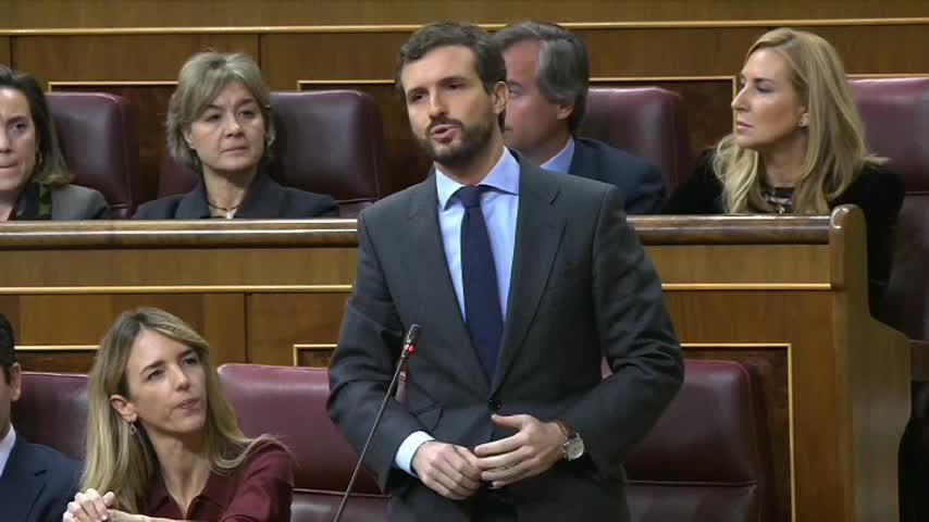 Casado acusa a Sánchez de no defender al Rey ni a las víctimas de ETA