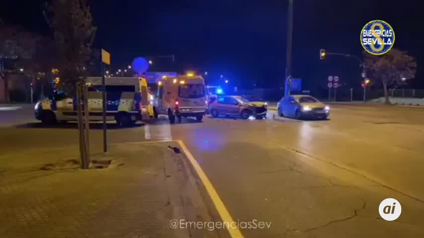 Dos heridos leves en una colisión en la Avenida de La Paz de Sevilla
