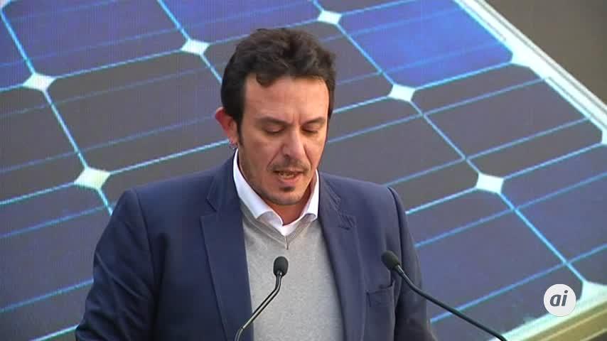 """Kichi: """"Nadie va tener excusa para no instalarse unas placas solares"""""""