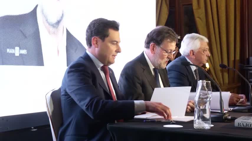 Rajoy reivindica el centrismo del PP y ensalza la figura Juanma Moreno