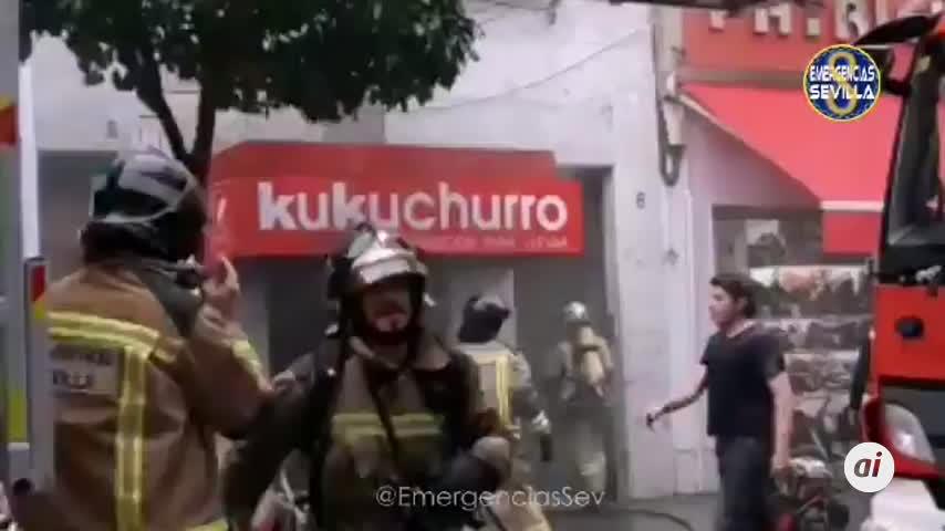 Un aparatoso incendio destroza una churrería en San Jacinto