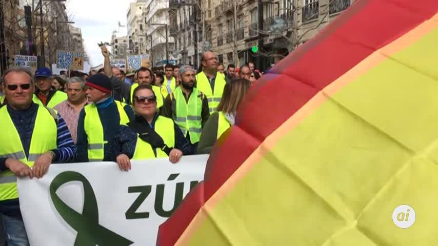 Una multitudinaria tractorada pide precios justos en Granada