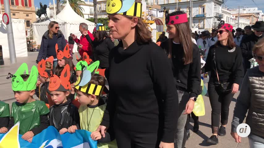 Los más pequeños de La Salle viven el Carnaval en la calle Real