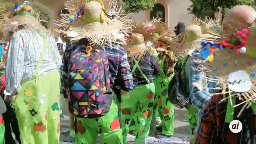 Cabalgata de agrupaciones para despedir el Carnaval Especial