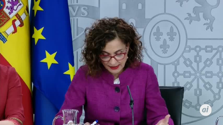 """Montero carga contra Puigdemont por intentar """"boicotear"""" la mesa"""