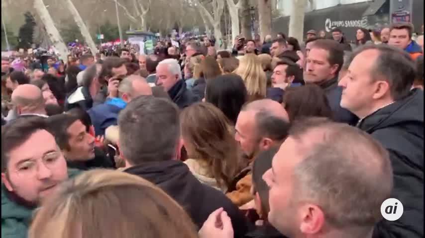 Ciudadanos abandonó la marcha del 8M entre empujones y tensión