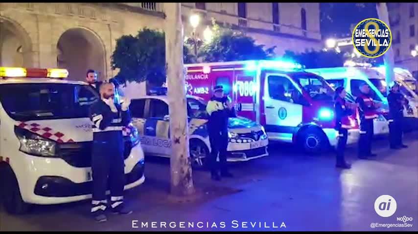 Sentido homenaje de los servicios de emergencias a los sevillanos