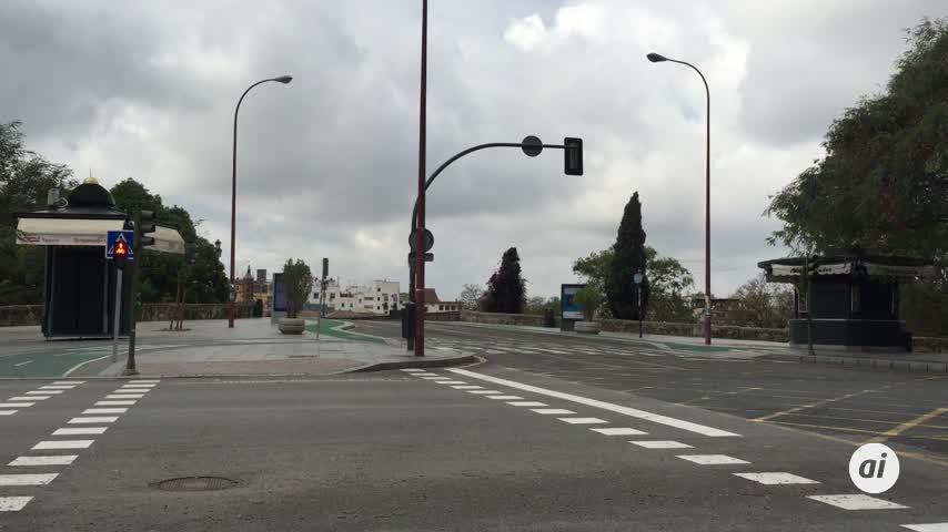 El tráfico de vehículos particulares cae en Sevilla un 81 por ciento