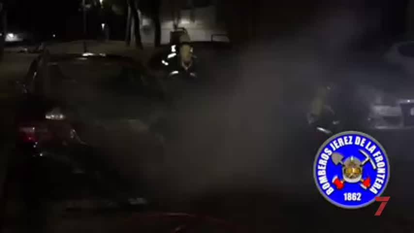 Tres coches calcinados por un incendio en Las Torres