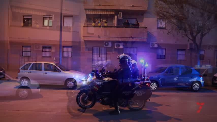 La Policia lleva sus sirenas a los barrios de Jerez como homenaje