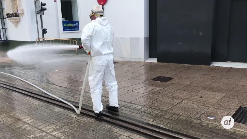 Las calles se limpian y desinfectan así como los equipamientos