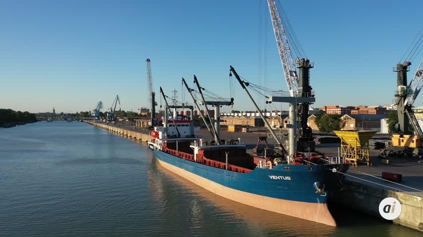 El Puerto sigue su actividad y garantiza el abastecimiento