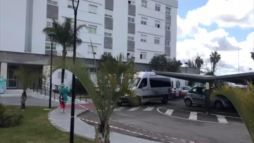 Las ambulancias hacen sonar las sirenas para usuarios de la Cruz Roja