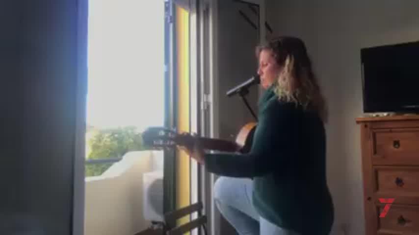 """Sonia San Sabas y el """"ratito de balcón"""" que da aliento a Pozoalbero"""