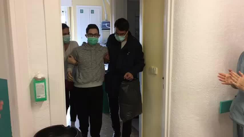 Dan de alta al primer paciente trasladado de la UCI del Costa del Sol