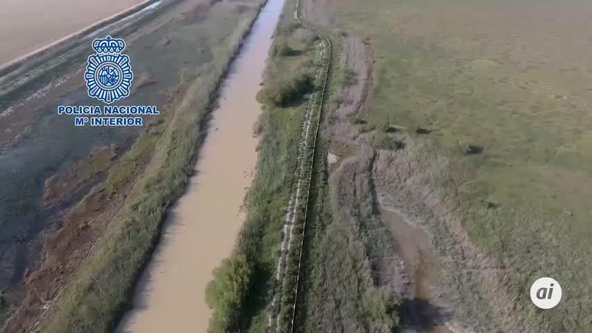 Espectacular persecución de una narcolancha en el río Guadalquivir