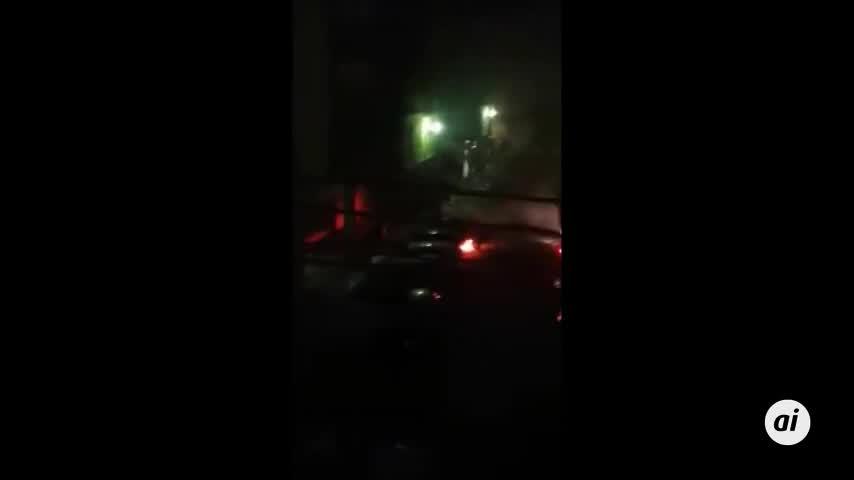 Arden cinco vehículos en la plaza Los Rosales, en La Línea